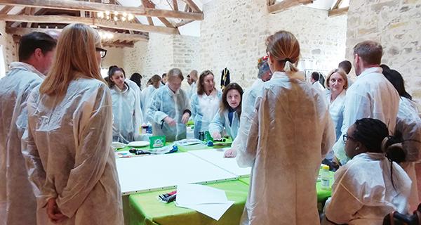le team building renforce les liens entre les participants et la cohésion d'équipe